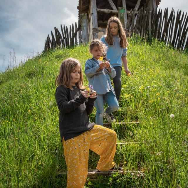 Enfants dans une Poype