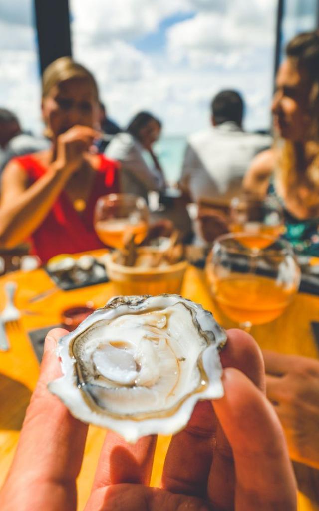 Dégustation d'huîtres à Breizh Café