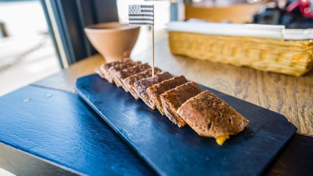 Présentation de galettes au Breizh Café