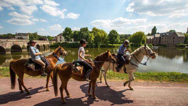 Horseback riding along the Vilaine, Guichen