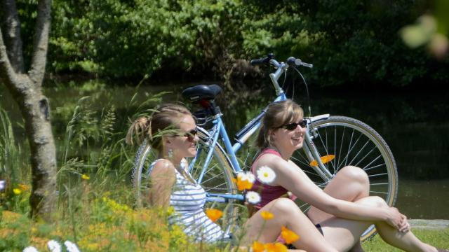 Bike ride along the greenways, Guipel