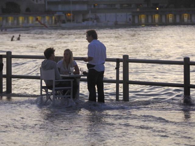 Bar de la Digue de l'Écluse à marée haute, Dinard