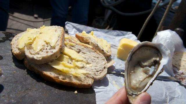 Huître, pain, beurre