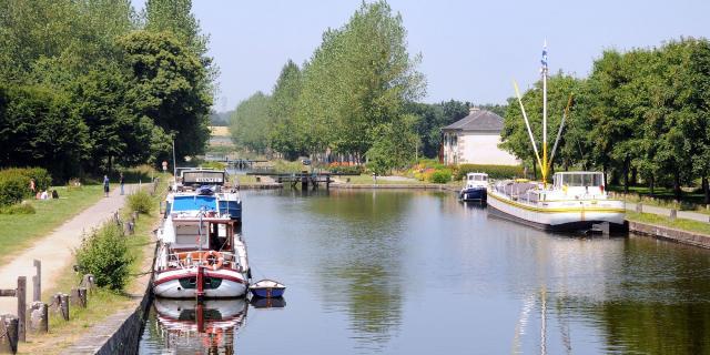 Péniches sur le Canal d'Ille-et-Rance