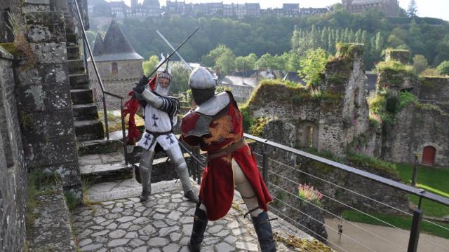Chevaliers sur les remparts du Château de Fougères