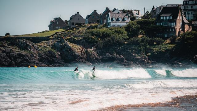 Surfeurs plage de Longchamp, Saint-Lunaire