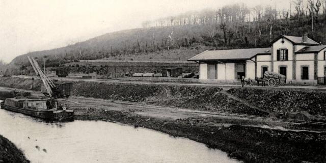 Port-de-Carhaix : le canal et la gare