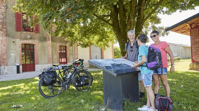 Arrêt-vélo à l'ancienne gare de Guiscriff