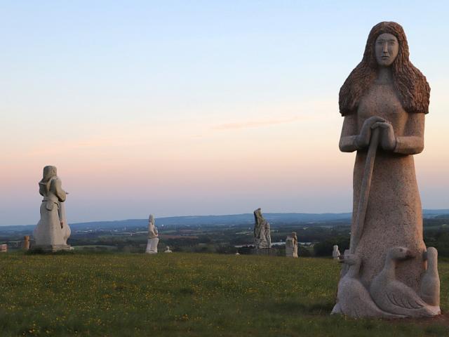 La Vallée des Saints à la tombée de la nuit