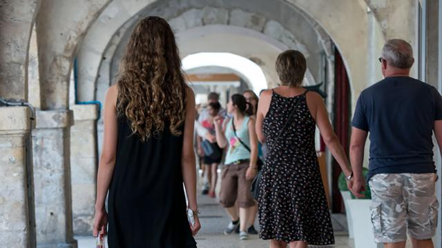 Shopping Sous Les Arcades3