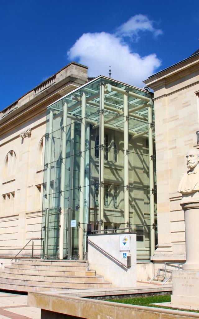 Archives Departementales Chalons Statue © Mathilde Boivin