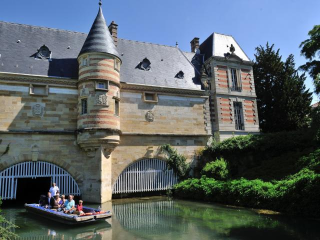 Balade En Barque Eaudyssee Chateau Du Marche © David Billy