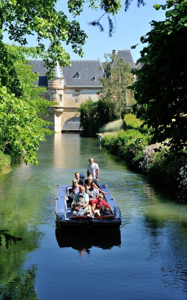 Balade En Barque Eaudyssee Ete Chateau Du Marche © David Billy