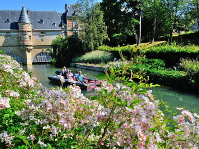 Balade En Barque Eaudyssee Printemps Fleurs Chateau Du Marche © David Billy