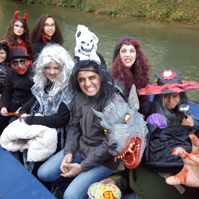 Balade En Barque Halloween Deguisement Famille