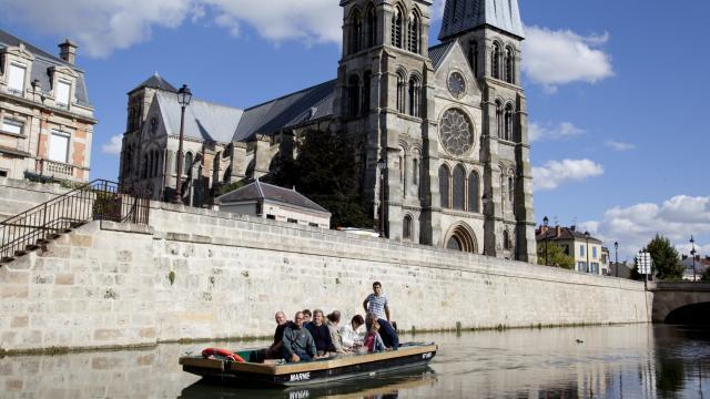 Balade En Barque L Eaudysee Chalons Notre Dame En Vaux © Jean Côme Nicolle
