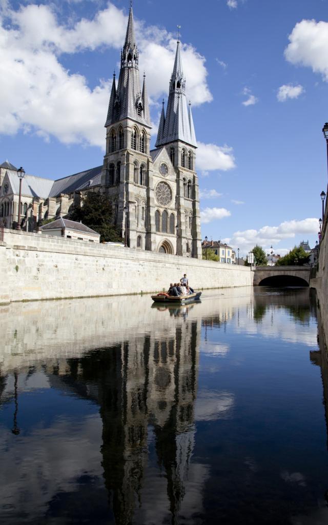 Balade En Barque L Eaudysee Chalons Notre Dame En Vaux Reflet © Jean Côme Nicolle