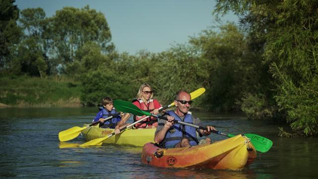 Balade En Canoe Sur La Marne Chalons Pelles Chalonnaises © Marat Anaev