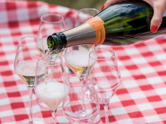 Champagne Bonnevie Bocart Voiturette Electrique Degustation 1 © Marat Anaev