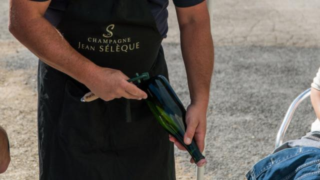 Champagne Jean Seleque Sabrage © Marat Anaev