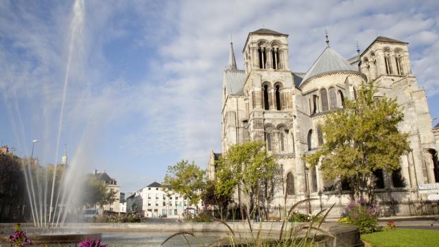 Collegiale Notre Dame En Vaux Chalons Unesco Fontaine © Jean Côme Nicolle