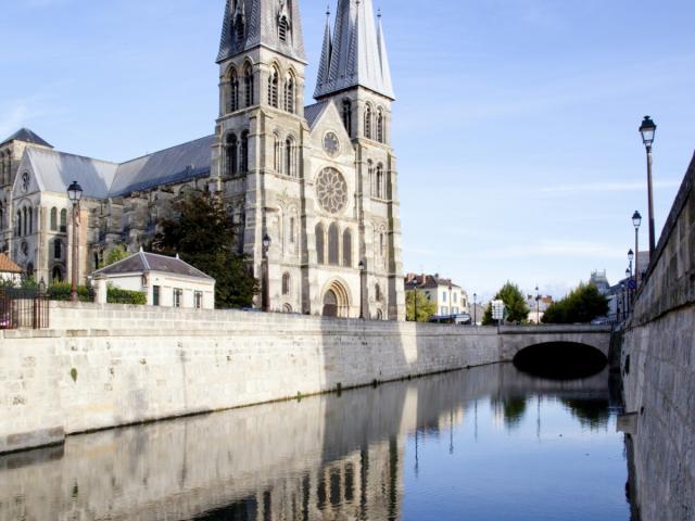 Collegiale Notre Dame En Vaux Unesco Canal Mau © Jean Côme Nicolle