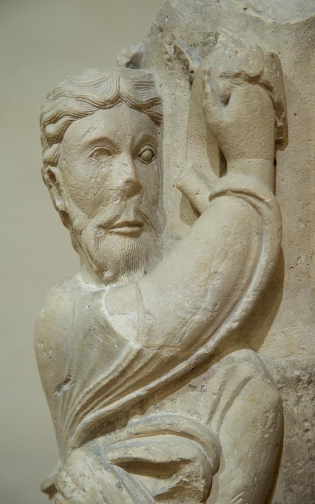 Musee Du Cloitre Notre Dame En Vaux Chalons Statue Colonne 2 © Office De Tourisme