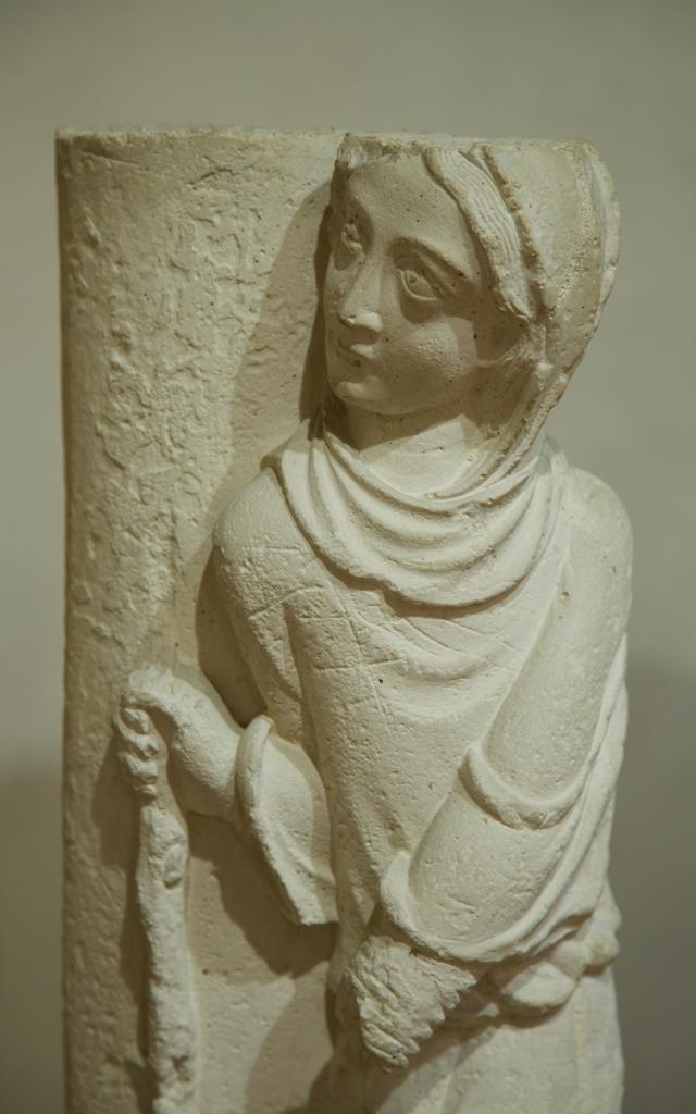 Musee Du Cloitre Notre Dame En Vaux Chalons Statue Colonne © Office De Tourisme