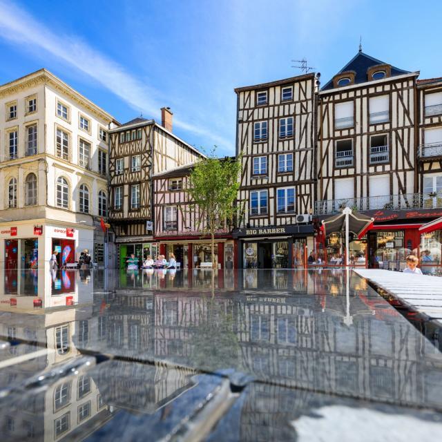 Place De La Republique Pan De Bois Reflets © Teddy Picaude
