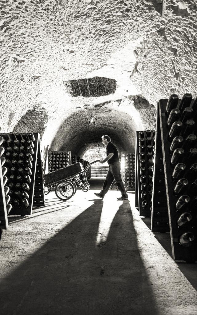 Champagne Joseph Perrier Caves Noir Et Blanc