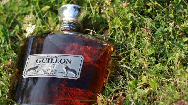 Distillerie Guillon Louvois Whisky Bouteille Herbe