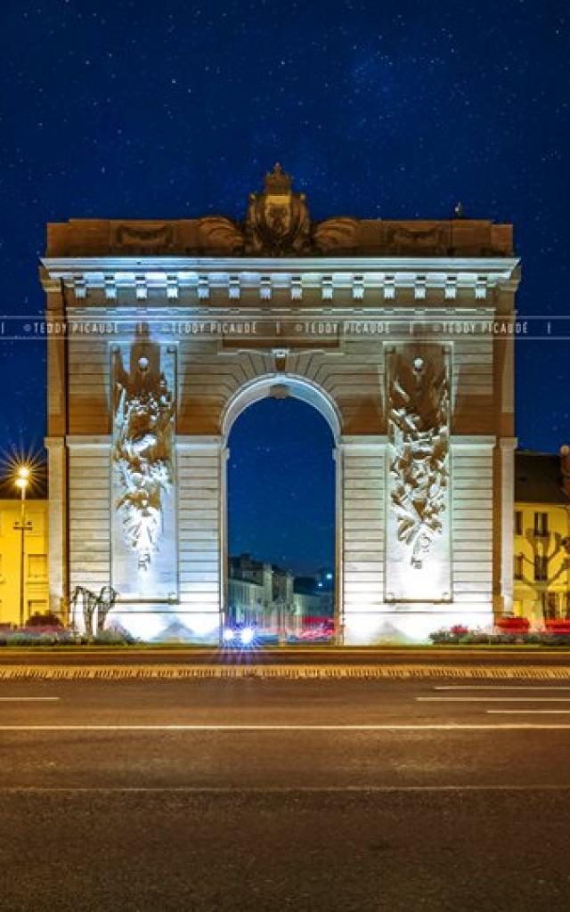 La Porte Sainte Croix By Night