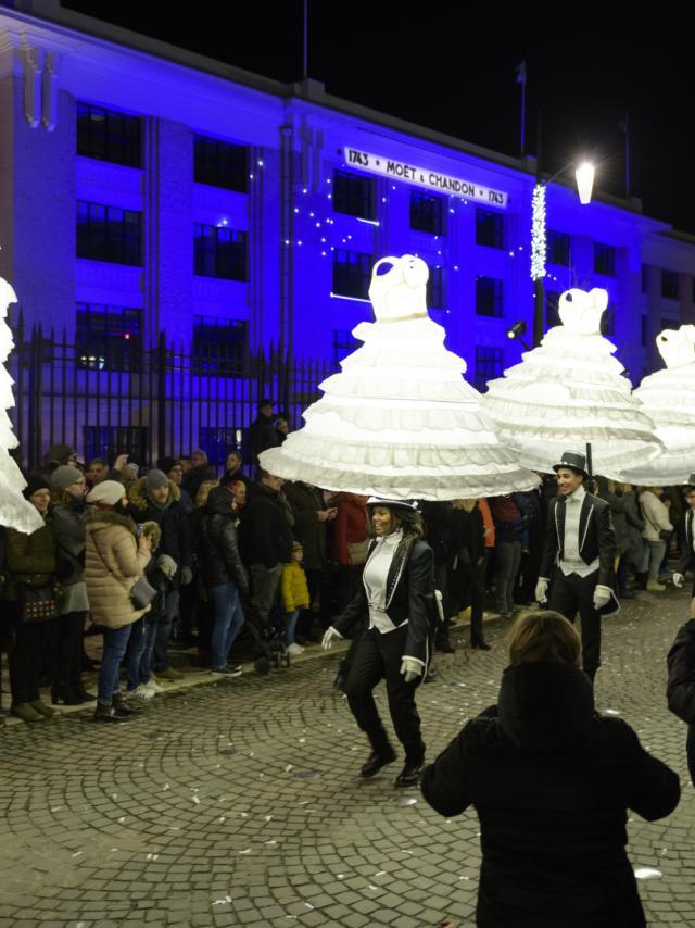 2017-12-08-epernay-habits-de-lumire-parade-de-rue-fred-laures-4.jpg