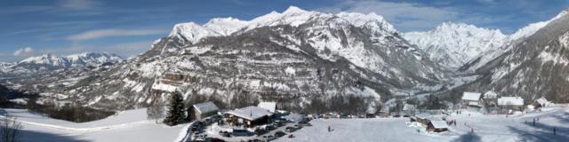 Vue sur le front de neige de la station de Serre Eyraud