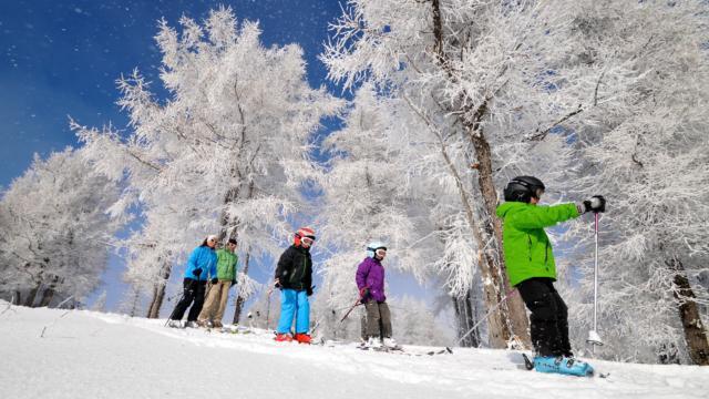 Ski en famille sur les pistes de la station village d'Ancelle