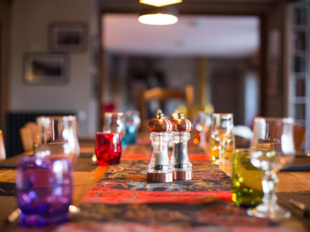 Table dressée à l'auberge des Ecrins