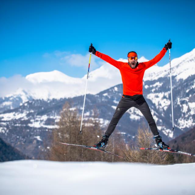 Skieur de Fond heureux dans Champsaur