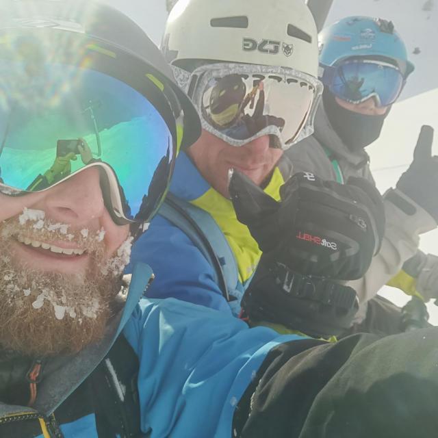 Selfie de skieurs à Orcières Merlette