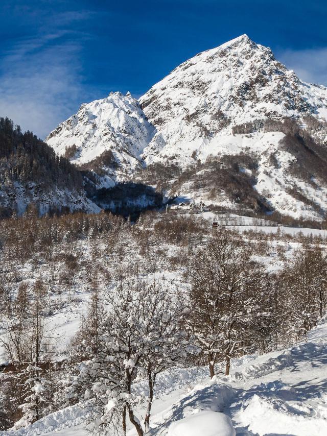 Hautes-Alpes (05), Vallée du Champsaur, Champoléon, Gîte et chambre d'hôtes la Pierre de l'Ours //  Hautes-Alpes (05), Champsaur valley, Champoléon, lodging and guest room Pierre de l'Ours