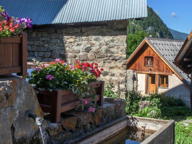 Fontaine au village de Prapic dans le Champsaur
