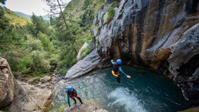 Glissade dans le canyon de la Rouanne à Ancelle