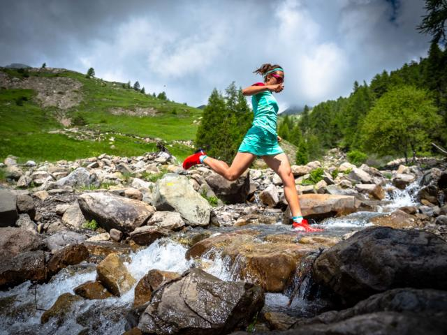 Trail running en Champsaur. Traversée de torrent de montagne