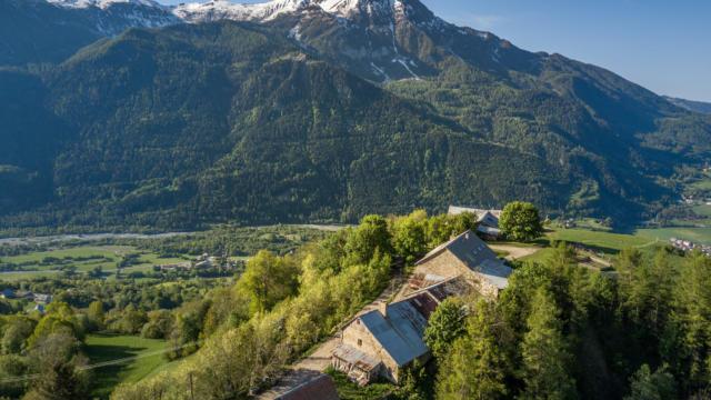 Vue sur le hameau des Richards dans le Haut Champsaur