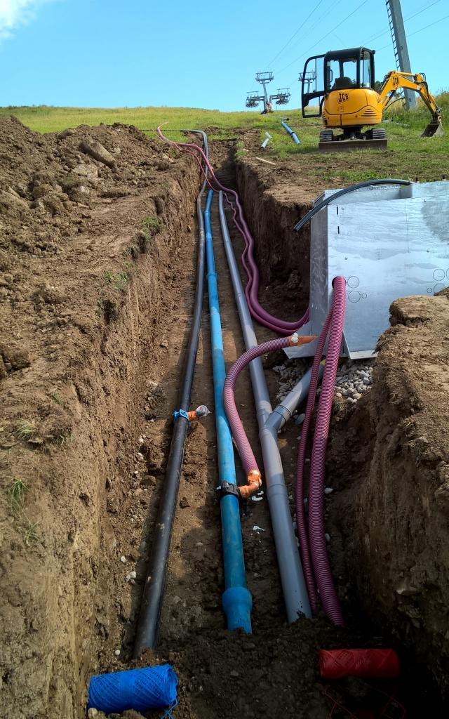 installation du réseau d'eau pour la neige de culture à Ancelle