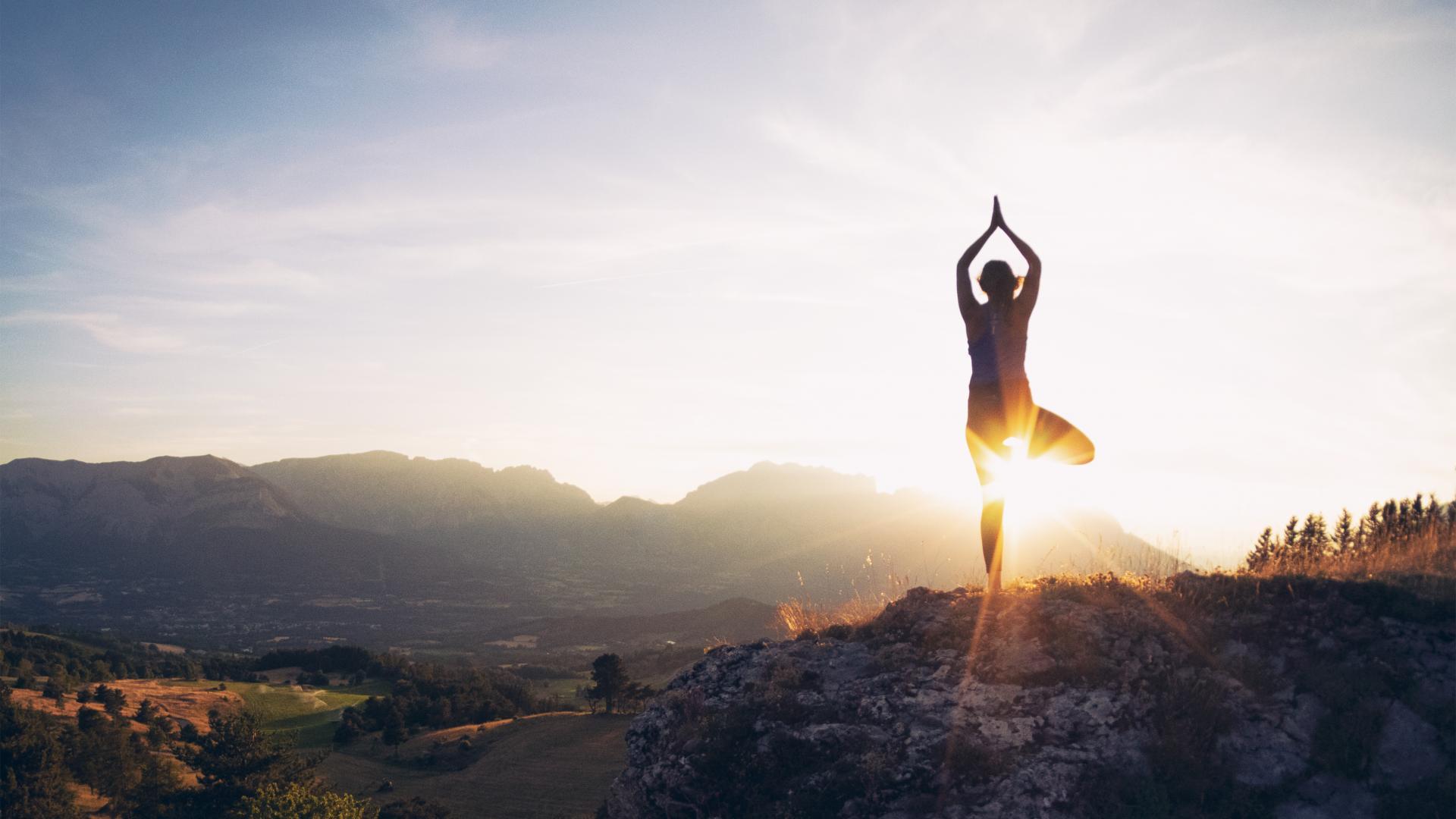 Yoga, couché de soleil, Champsaur Valgaudemar