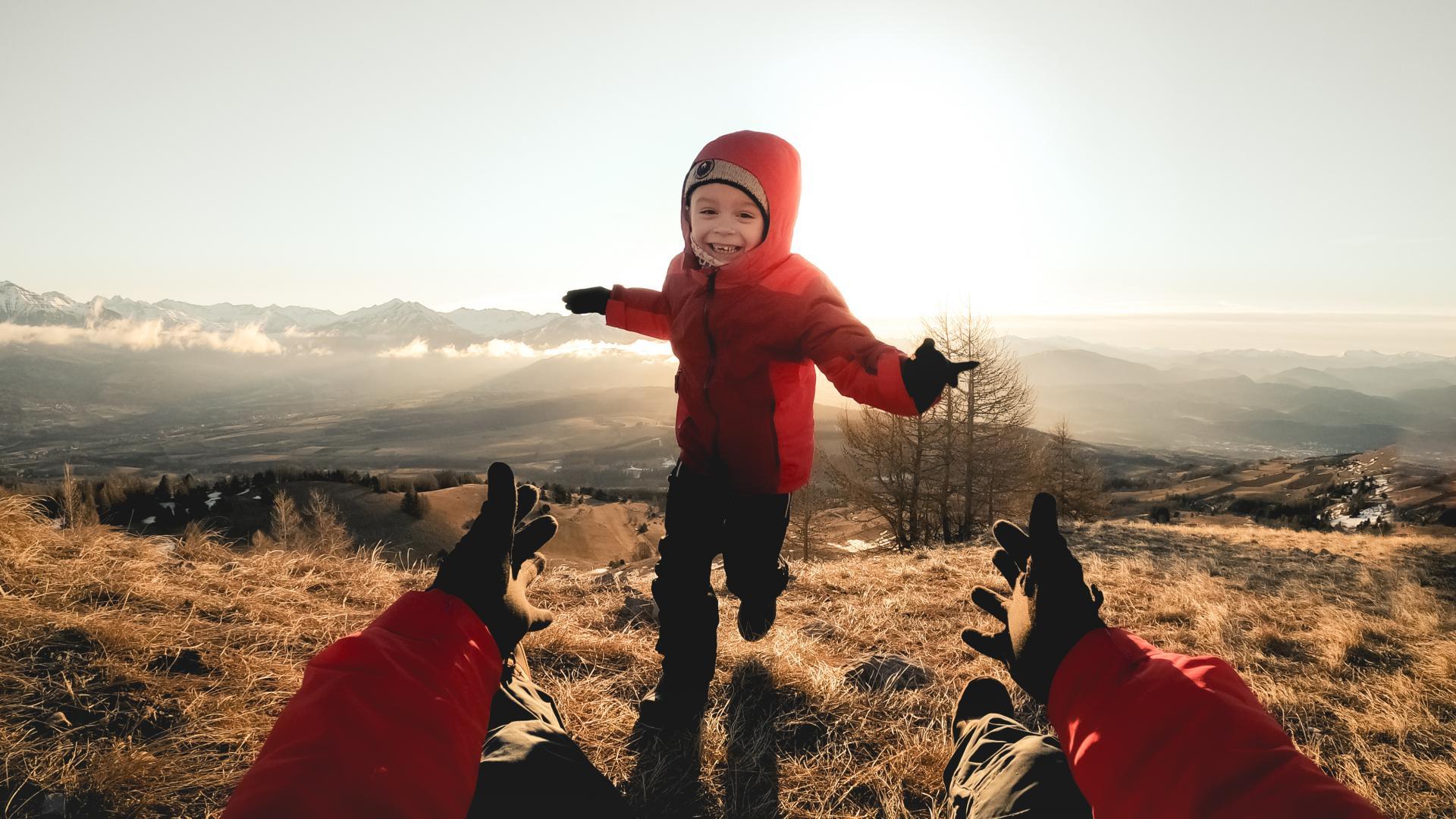 Enfant heureux en Champsaur Valgaudemar