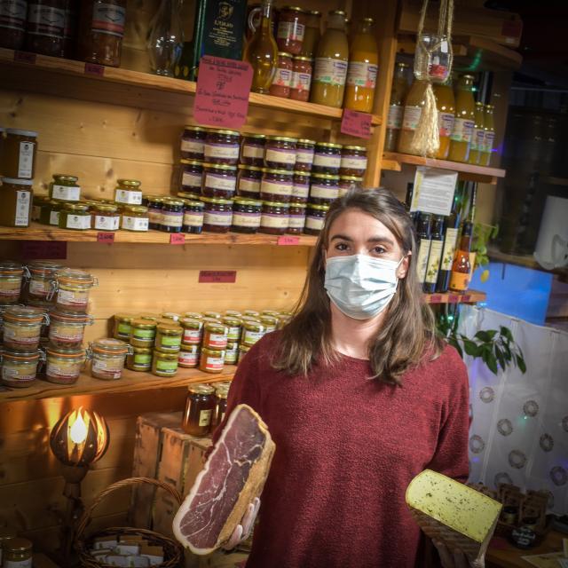 Sara et ces délices locaux à Ancelle