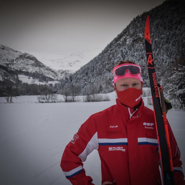 Robin moniteur ESF ski nordique à Ancelle
