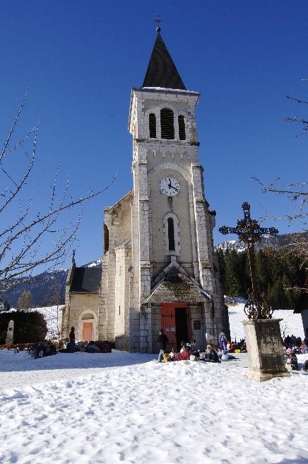 Eglise St Hugues extérieur hiver