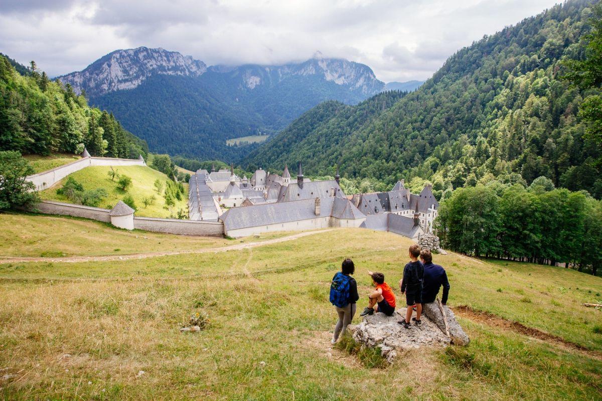 Famille au monastère de la Grande Chartreuse